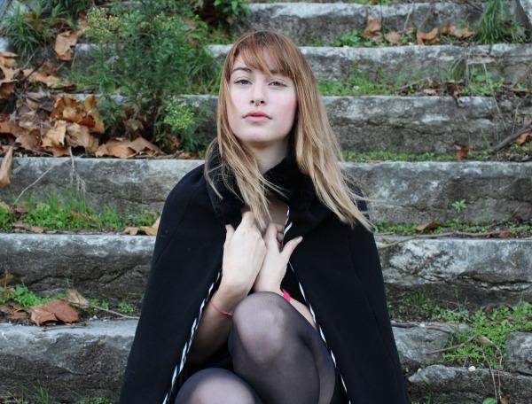 manteau-cape-noir-doublure-raye-noir-et-bl-5855791-cape-1-3b5ae-c798f_big
